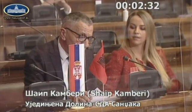 Poslanik doneo zastavu Albanije u Skupštinu Srbije; Ne, nemamo toleranciju VIDEO
