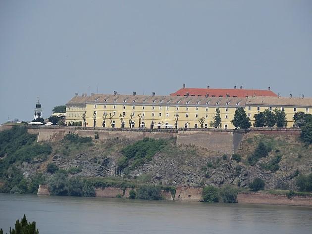 Posle navijačke bakljade, požar na bedemu Petrovaradinske tvrđave