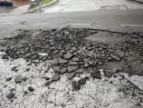 Posle nevremena ispucao asfalt u nedavno rekonstruisanoj Kovanlučkoj