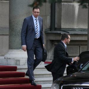 Posle ostavke Haradinaja, predsednik Vučić se OBRAĆA NACIJI!