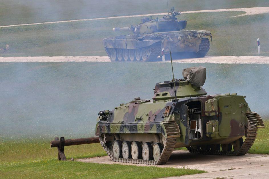 Posle učenja na daljinu kadeti oklopnih jedinica izveli bojevo gađanje