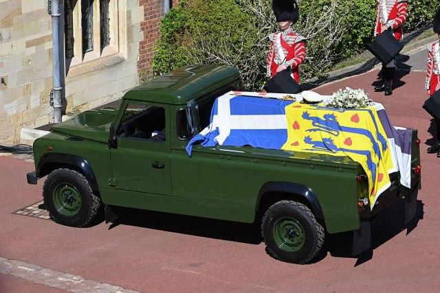 Poslednja vožnja princa Filipa u Land Roveru FOTO