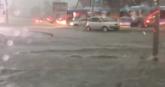 Snimci potopa u Beogradu preplavili mreže: Reke teku ulicama, vozila plivaju, haos u saobraćaju VIDEO