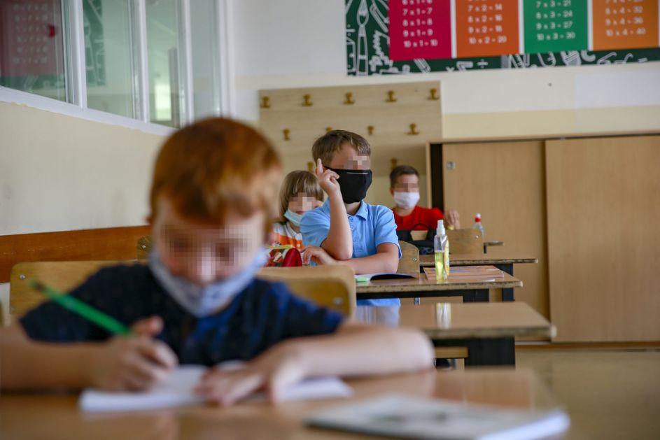 Potvrđeno šest slučajeva korone među školskom djecom u Novom Pazaru i Tutinu