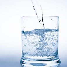 Povećava nivo HEMOGLOBINA, sprečava INFEKCIJE i čisti organizam: Napravite SAMI SREBRNU VODU (RECEPT)