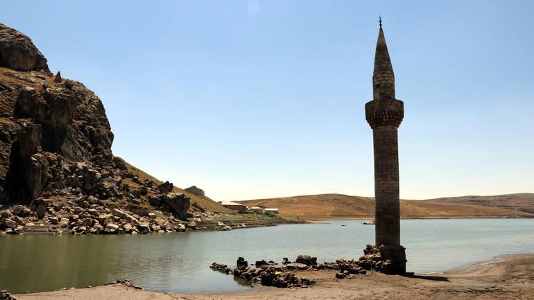 Povlačanjem vode iz jezera 'izronilo' potopljeno tursko selo