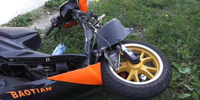Povređena devojka koja je pala s motora zbog prebrze vožnje