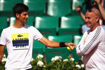 Povređeni Agasi stigao u Melburn da bi bio uz Novaka