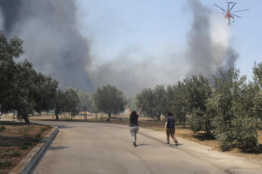 Požar na Rodosu, evakuisana sela, nema struje