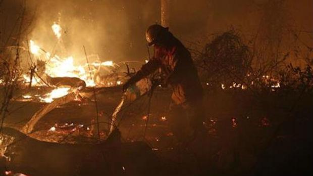 Požar na auto-putu Veles–Skoplje, širi se ka borovoj šumi