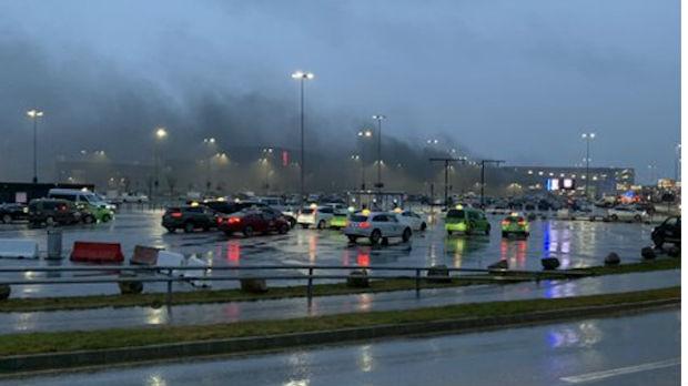 Požar na norveškom aerodromu, plamen zahvatio stotine automobila