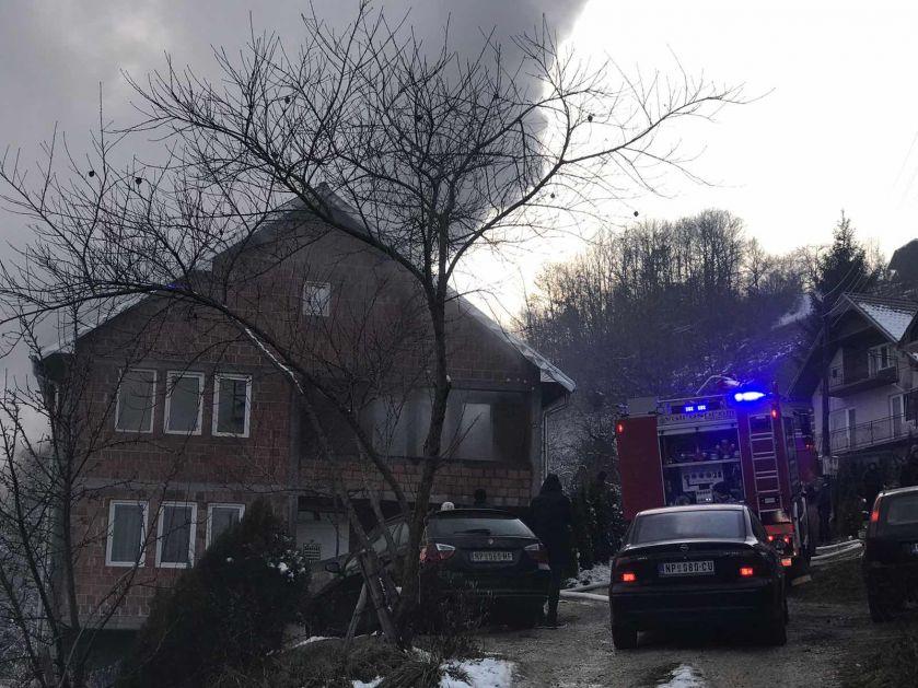 Požar u Novom Pazaru – Gori kuća porodice Hasanović (FOTO)