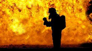 Požar u Segetu Gornjem kod Trogira u Hrvatskoj još nije pod kontrolom