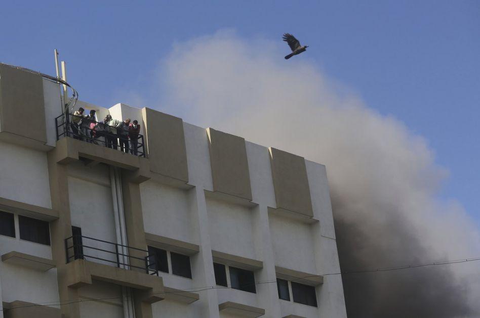 Požar u devetospratnici u Mumbaju, na desetine zarobljeno