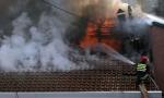 Požar u naselju Galenika: Vatra buknula na drugom spratu zgrade, vatrogasci u stanu pronašli telo žene