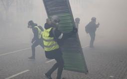 Požari i sukobi s policijom na protestu Žutih prsluka u Parizu