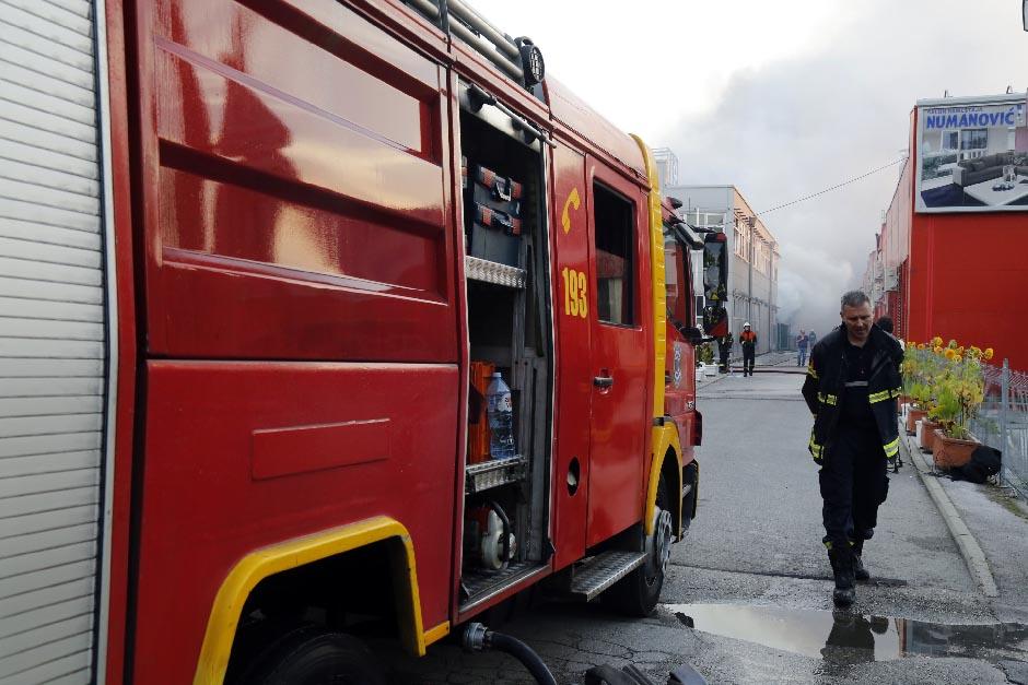 Požar u Zemun polju: Stradao muškarac?