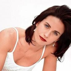 Poznata glumica praktikuje svakodnevno ovu NEOBIČNU rutinu: Stavlja VRUĆ PEŠKIR na lice, a ovo je razlog!