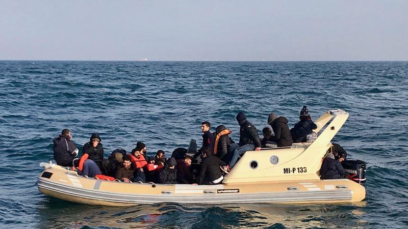 Predlog u Velikoj Britaniji da vojni brodovi zaustavljaju migrante