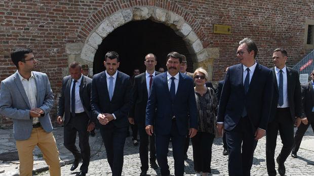 Predsednici Srbije i Mađarske na Kalemegdanu, položeni venci