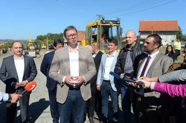 Predsednik Aleksandar Vučić stigao u Toplički okrug, obišao put Blace-Beloljin