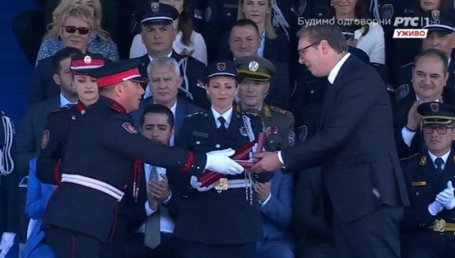 Predsednik Srbije Vučić uručio je medalje za hrabrost, bronzanu vatrogascu-spasiocu iz Prijepolja