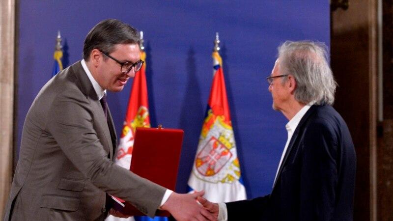 Predsednik Srbije uručio orden Handkeu, nobelovcu koji negira genocid u Srebrenici