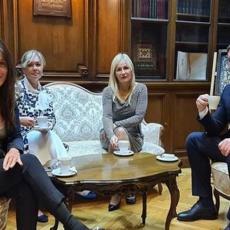 Predsednik Vučić na čaju sa Suzanom Paunović: Ko je nova generalna sekretarka? (FOTO)