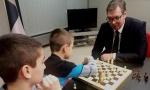 Predsednik Vučić obradovao mališane u Briselu: Igrao šah sa decom zaposlenih u Misiji Srbije pri EU