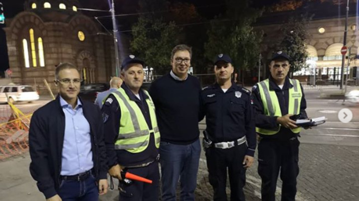 Predsednik Vučiću noćnoj patroli, sa pripadnicima saobraćajne policije (FOTO)
