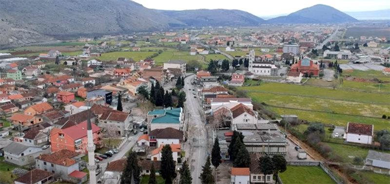 Crna Gora: U Tuzima blokiran put, očekuje se dolazak Krivokapića i Abazovića
