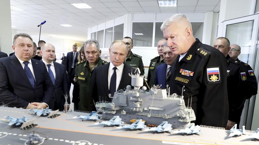 """Predsedniku Putinu predstavljen projekat nosača aviona 11430Э """"Lamantin"""" i fregate """"Gepard-3.9"""""""