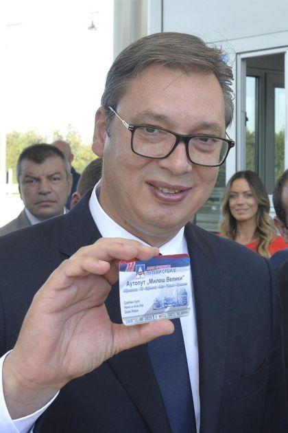 Predsedniku Vučiću naplatna karta s brojem 001 (FOTO)