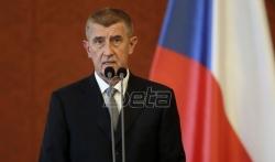 Premijer Babiš izašao pred demonstrante ispred parlamenta, gadjali ga flašama