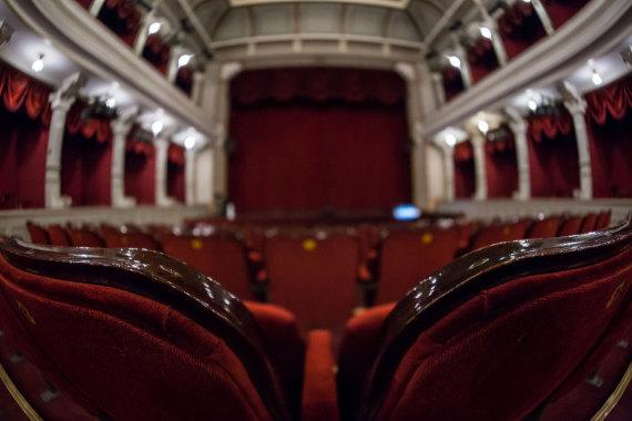 Premijera predstave Semper idem, somborska publika uživala pet sati