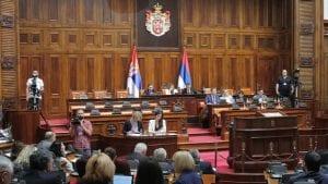 Premijerka Brnabić i Stefanović u Skupštini o poslovanju SBB i televizija N1 i Nova S