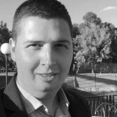 Preminuo novinar Miloš Lukić od posledica virusa korona