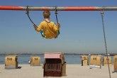 Preporuka lekara: Ovako bi trebalo da zaštitite decu od sunca