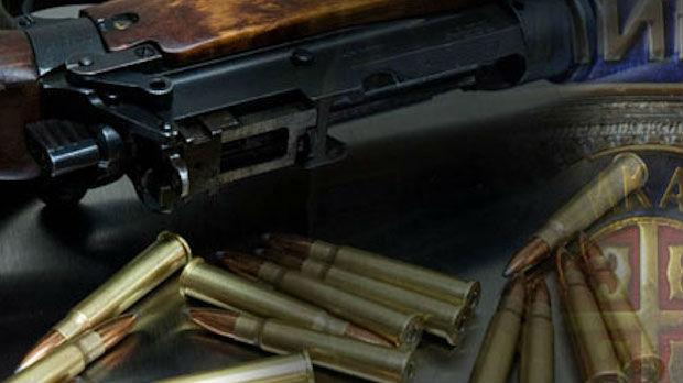 Pretresom stanova pronađeno oružje, uhapšene tri osobe