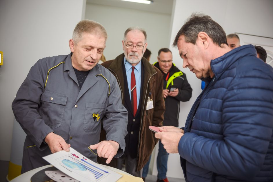 Prezentacija proizvoda za čišćenje aviona kompanije SIA u beogradskom Aviostaru