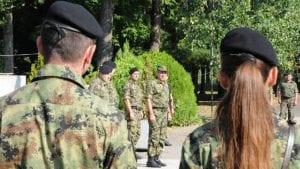 Pripadnici Vojske Srbije stabilno posle prevrtanja autobusa kod Vranja