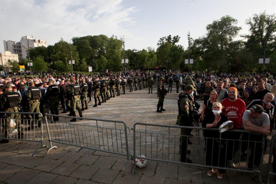 Razišle se i pristalice SNS i pokreta Dveri, otišla i Žandarmerija