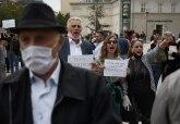 Priština: Veliki broj građana ispred skupštine - Protestujemo protiv lopova FOTO