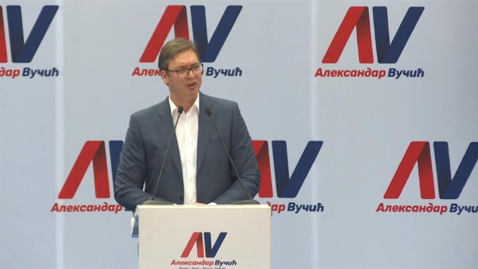 Privedeni zbog cepanja Vučićevih plakata