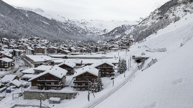 Probijen put kroz sedam metara visok sneg u Alpima