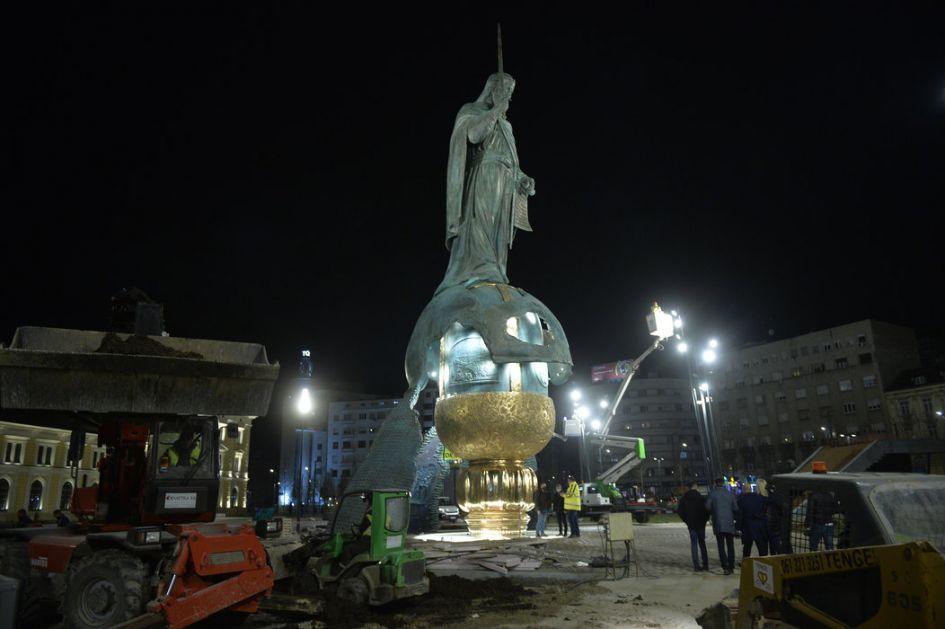 Probno osvetljenje spomenika Stefanu Nemanji; Vučić: Trg simbol srpskog napretka i pobede