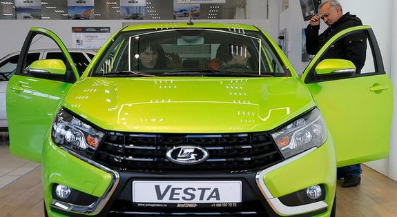 Prodaja novih automobila u Rusiji pala više od 70 odsto