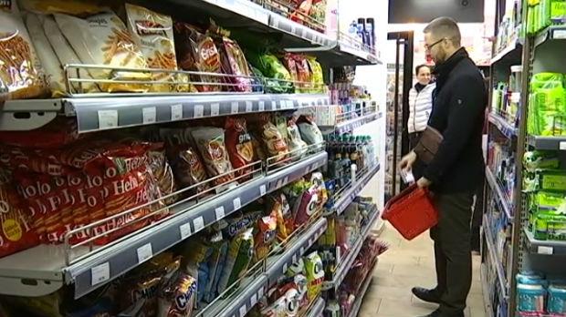 Prodavnice u Kosovskoj Mitrovici pune robe, koliko će zalihe trajati?