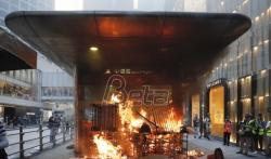 Prodemokratski demonstranti ispred američkog konzulata u Hongkongu