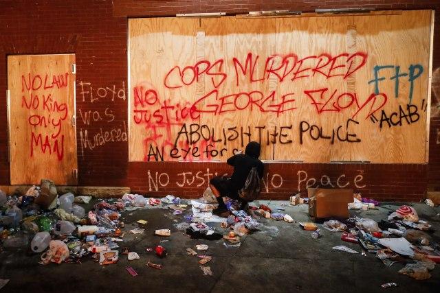 Haos u SAD: Proglašeno vanredno stanje, garda na ulicama, nemiri se proširili i na druge gradove FOTO
